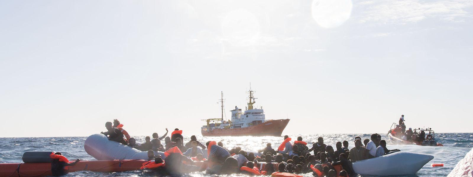 Zahlreiche Flüchtlinge versuchen, auf Booten von Libyen aus nach Italien überzusetzen. Viele finden dabei den Tod.