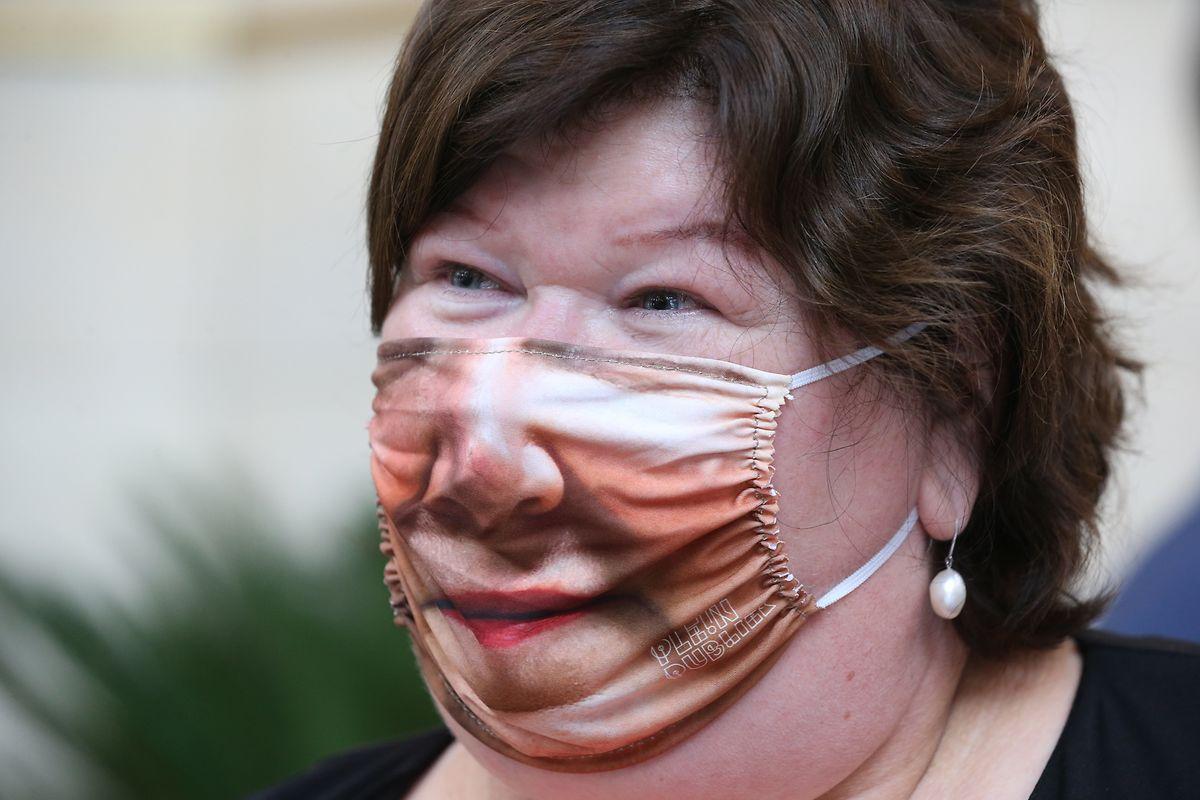 La ministre de la Santé Maggie De Block insiste sur le fait que «le corona reste un virus dangereux, et que des gens continuent à en mourir»