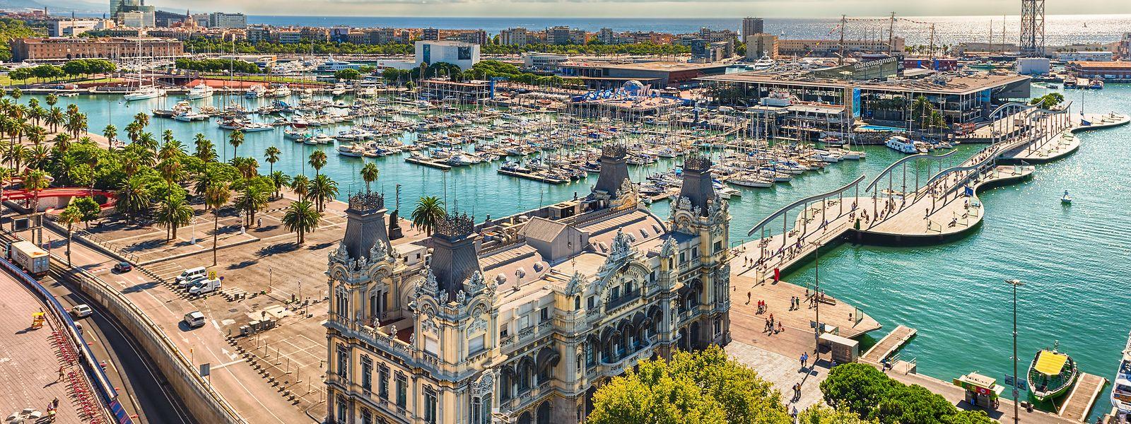 Der alte Hafen von Barcelona ist einen Besuch wert. Abenteuerlustige können ihn sogar mit einer Seilbahn erkunden.
