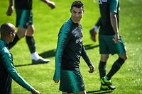 "Portugal's forward Cristiano Ronaldo arrives for a training session at ""City of Football"" training camp in Oeiras, on March 20, 2019 ahead of the Euro 2020 qualifying football match Portugal vs Ukraine. (Photo by PATRICIA DE MELO MOREIRA / AFP)"