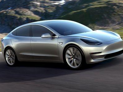 Der Viersitzer lehnt sich stylistisch an die bekannten Tesla-Modelle an.