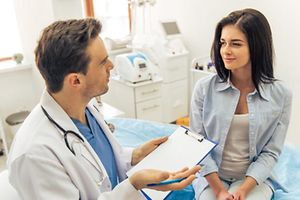 Patientenvertretung, Médecin, Arzt, Patientevertriedung, Ärztekammer,  geduldig, patient, patientin, arzt, doktor, doktorin, dr, mediziner, tierarzt, tierärztin, veterinär, ärzte, ärztin, berater, beraterin, medizinisch, medizinische, medizinischer, medizinisches, ärztliche, chirurg, gesundheit, kunststoff, plastik, plastikgeld, plastisch, abkommling, abkömmling, brut, jugend, jung, junge, junger, junges, nachkomme, nachwuchs, unerfahren, maennlich, mann, männchen, männlich, männliche, ansehnliches, gutaussehend, hübsch, stattlich, kosmetikerin, eiweiss, eiweiß, lederhaut, schnee, weiss, weiß, weiße, weiße augenhaut, weißer, weißes, weißling, erprobung, test, uberprufung, versuch, überprüfung, ausdruck, redensart, sitzende, praktiker, begriff, konzept, ausschreiben, dichten, schreiben, texten, verfassen, erwachsen, erwachsene, erwachsener, für erwachsene, klinik, reden, stethoskop, beruf, beschaftigung, beschäftigung, besetzung, okkupation, kosmetikerin, behandeln, behandlung, angehörigen, besiedeln, bevölkern, bewohnen, familie, leute, menschen, verwandten, volk, caucasoid, europide, kaukasier, kaukasierin, kaukasisch, weißer indef, weibchen, weiblich, weibliche, arznei, medikament, medizin, theraphie, therapie, besuch, besuchen, lebensart, lebensgefühl, lebensstil, lebensweise, chirurgie, operation, praxis, kummern, kümmern, pflege, pflegen, pflegt, respektieren, sorge, sorgen, angesicht, anlehnen, antlitz, ausrichten, facette, fläche, gesicht, gesichts, gesichtsausdruck, stellen, visage, frau, machen, helfen, highkey, hilfe, berufsmäßig, professionell, professionelle or, profi, rat, ratschlag, hilfe, hilfestellung, mithilfe, diagnose, heiter, schön, toll, wunderschön, arbeit, arbeiten, funktionieren, trainieren, werk, wirken, amt, bueros, büro, dienst, geschaeftsraume, geschäftsraum, einheitlich, gleichförmig, uniform, bemannen, herr, mann, mensch, spielfigur, stein, noten, notitzen, notizen, kosmetologie, durchgang, kommunikation, kommunikationsdaten, verbindung