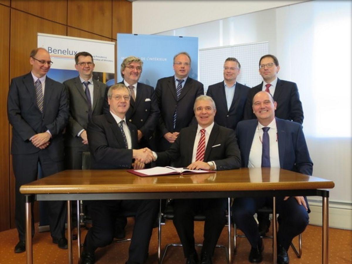 Dan Kersch a conclu un accord avec l'ambassadeur belge Thomas Antoine.