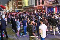 Im Londonder Ausgehviertel Soho wurde die Wiedereröffnung der Pubs gefeiert.