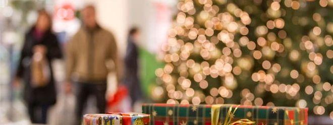 Schnell noch Geschenke an Heiligabend besorgen? Das ist dieses Jahr nur bis 16 Uhr möglich.