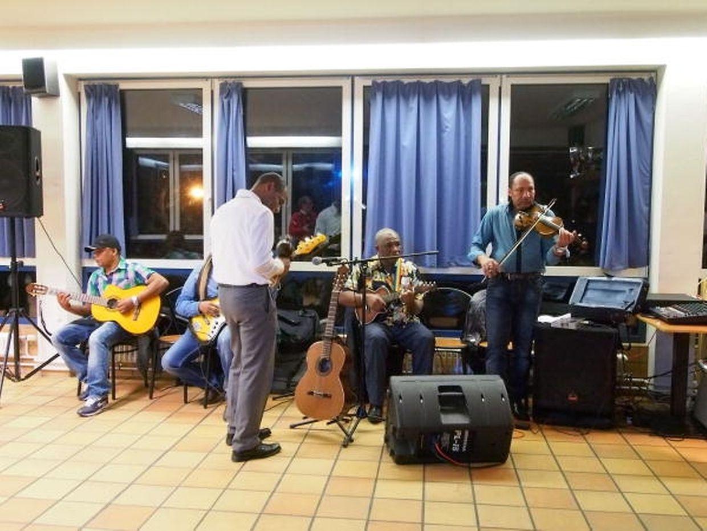 Ney Évora e amigos animaram a noite com música cabo-verdiana