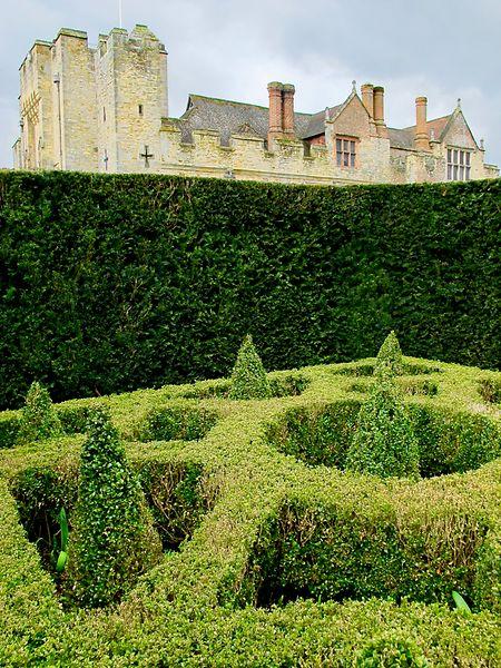 Akkurat angelegt ist der Garten am Heever Castle. Englische Gartenkunst steht für große Tradition.
