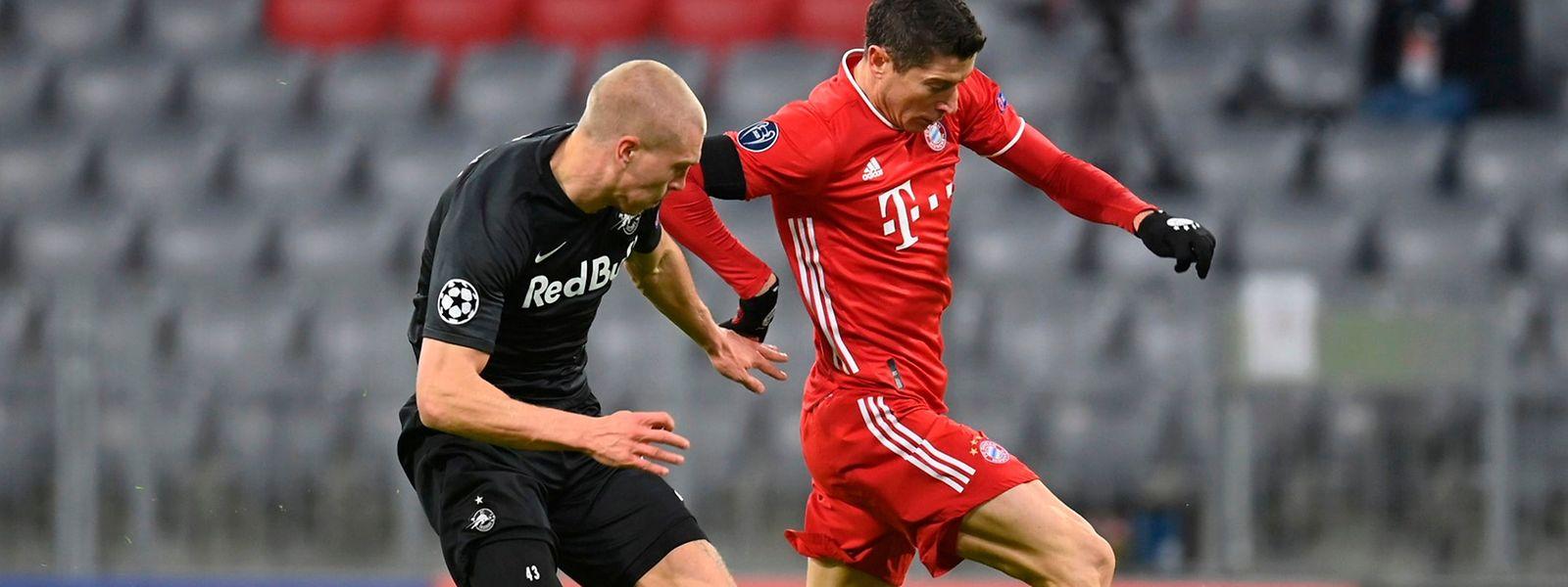 Bayerns Robert Lewandowski, hier gegen Salzburgs Rasmus Kristensen (l.), erzielte seinen 71. Champions-League-Treffer.