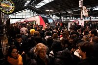 Commuters are seen at the Gare Saint-Lazare train station in Paris, on December 16, 2019, during a strike of Paris' public transports operator RATP and of the French state railway company SNCF employees over French government's plan to overhaul the country's retirement system. (Photo by Bertrand GUAY / AFP)