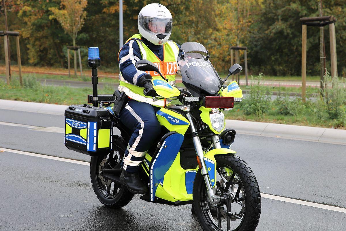 Dans la ville allemande d'Osnabrück, les policiers sont déjà équipés de motos électriques.