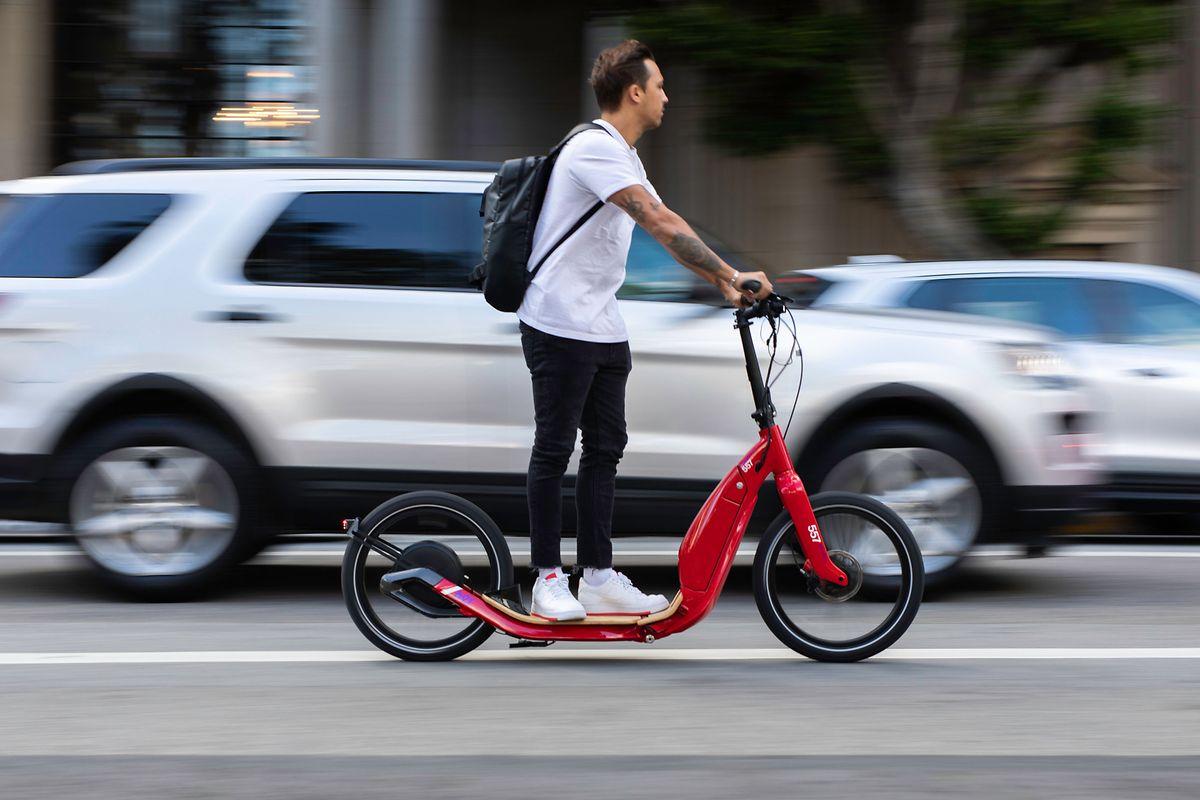 Mehr Fahrkomfort dank großer Räder: Das will der AER 557 Adult Electric Scooter bieten.