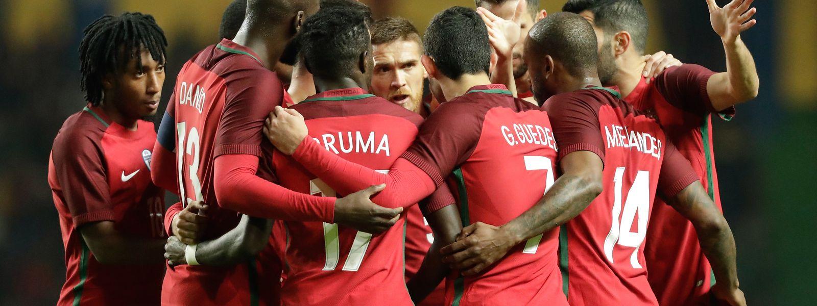 Portugal celebra o golo do empate frente aos Estados Unidos em jogo particular, que serve, em simultâneo, para ajudar vítimas dos incêndios deste verão.