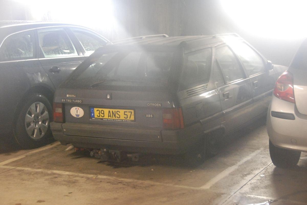 """""""Treuer"""" Kunde: Dieses Fahrzeug wurde in der Tiefgarage Theaterplaz abgestellt - und nie wieder abgeholt."""
