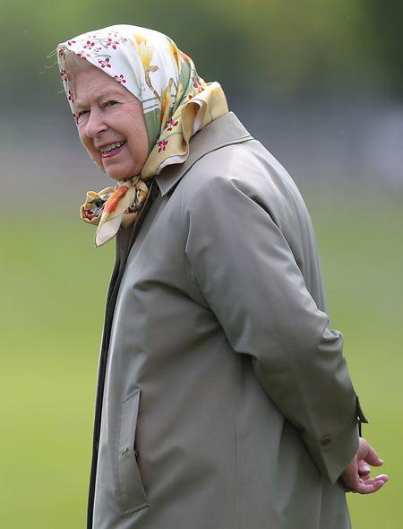 Königin Elizabeth beim Besuch der Royal Windsor Horse Show im Mai 2019. Derzeit lebt die Monarchin mit ihrem Ehemann Philip und einem kleinen Stab von Mitarbeitern unter strengen Sicherheitsvorkehrungen auf Schloss Windsor.