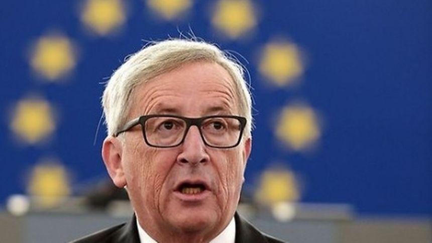 «Le Président Juncker ira à Londres mercredi prochain, le 26 avril, à l'invitation de la Première ministre May pour discuter du processus des négociations de l'article 50 entre les 27 Etats membres représentés par la Commission et le Royaume-Uni»