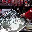 Un dieu assassin, encore armé et toujours en fuite: la couverture de Charlie Hebdo, un an après le drame.