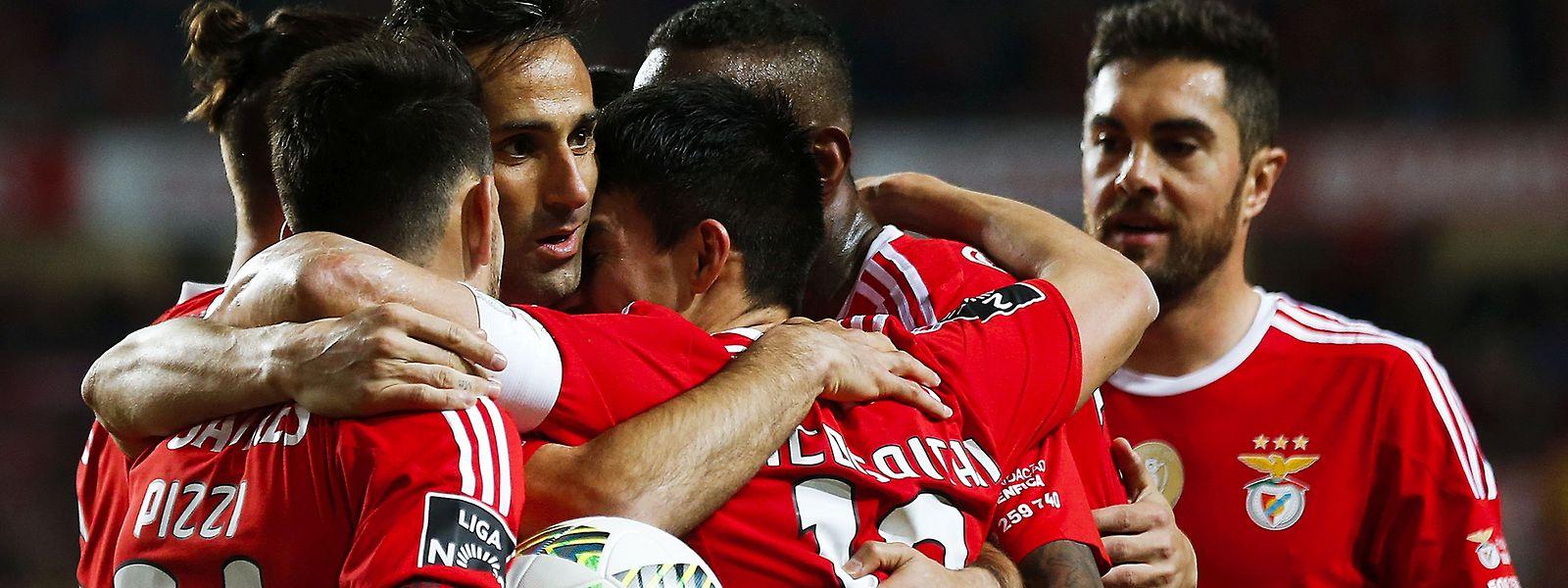 Benfica, Braga e Paços de Ferreira punidos pelo mau comportamento dos adeptos.