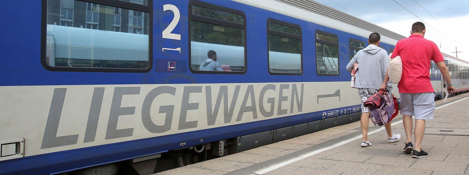 Ein Liegewagen eines Nachtzuges (EuroNight) der ÖBB in Hamburg-Altona.