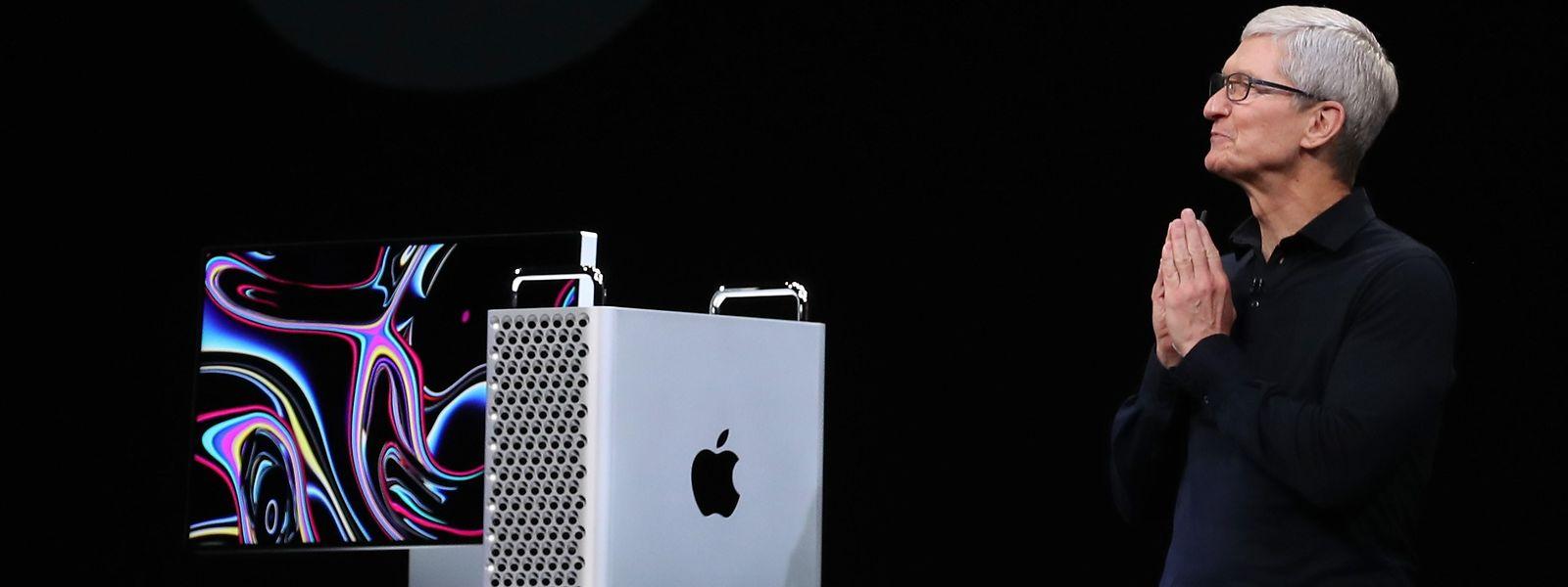 Apple-Chef Tim Cook mit dem neuen Mac Pro.