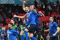 Italy's players celebrate after winning the UEFA EURO 2020 semi-final football match between Italy and Spain at Wembley Stadium in London on July 6, 2021. (Photo by JUSTIN TALLIS / POOL / AFP)