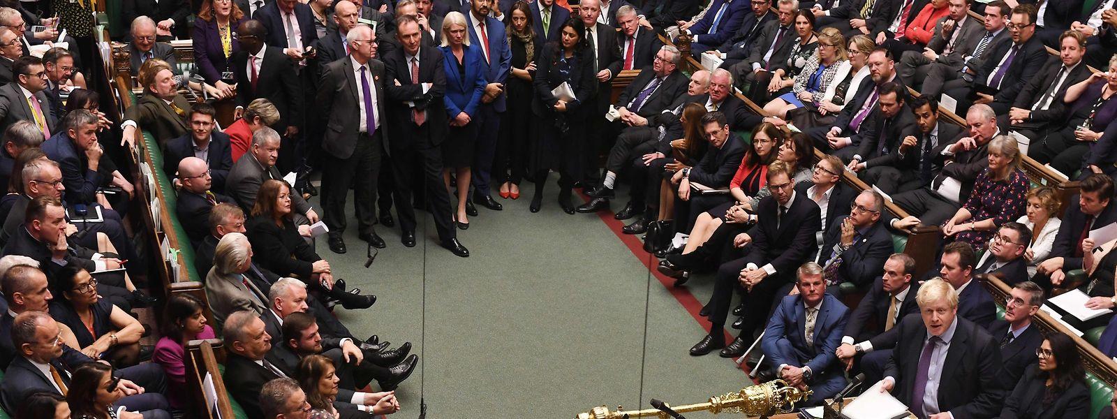 La Chambre des communes a approuvé le nouvel accord de divorce mais elle a refusé de se prononcer sur le texte.
