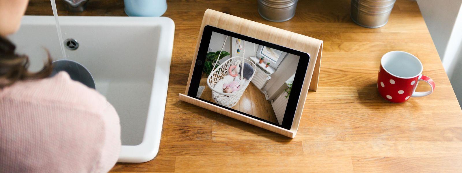 Auch um die Kleinen im Blick zu behalten, kann man IP-Kameras nutzen - wie hier bei Bosch wird das Bild aus dem Kinderzimmer auf den Bildschirm gesendet.