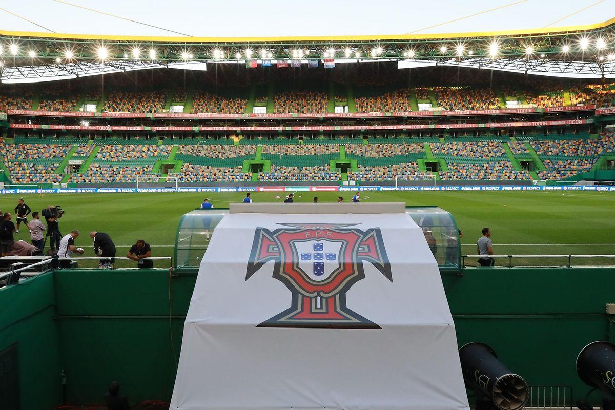 Gespielt wird im 50.000 Personen fassenden Stadion von Sporting Lissabon.