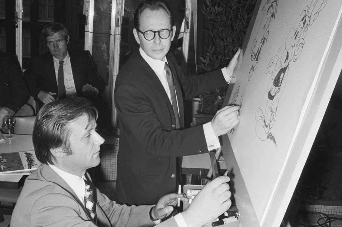 """Uderzo (l.) im Jahr 1971 in Amsterdam mit Maurice de Bevere, dem """"Vater"""" von Lucky Luke."""