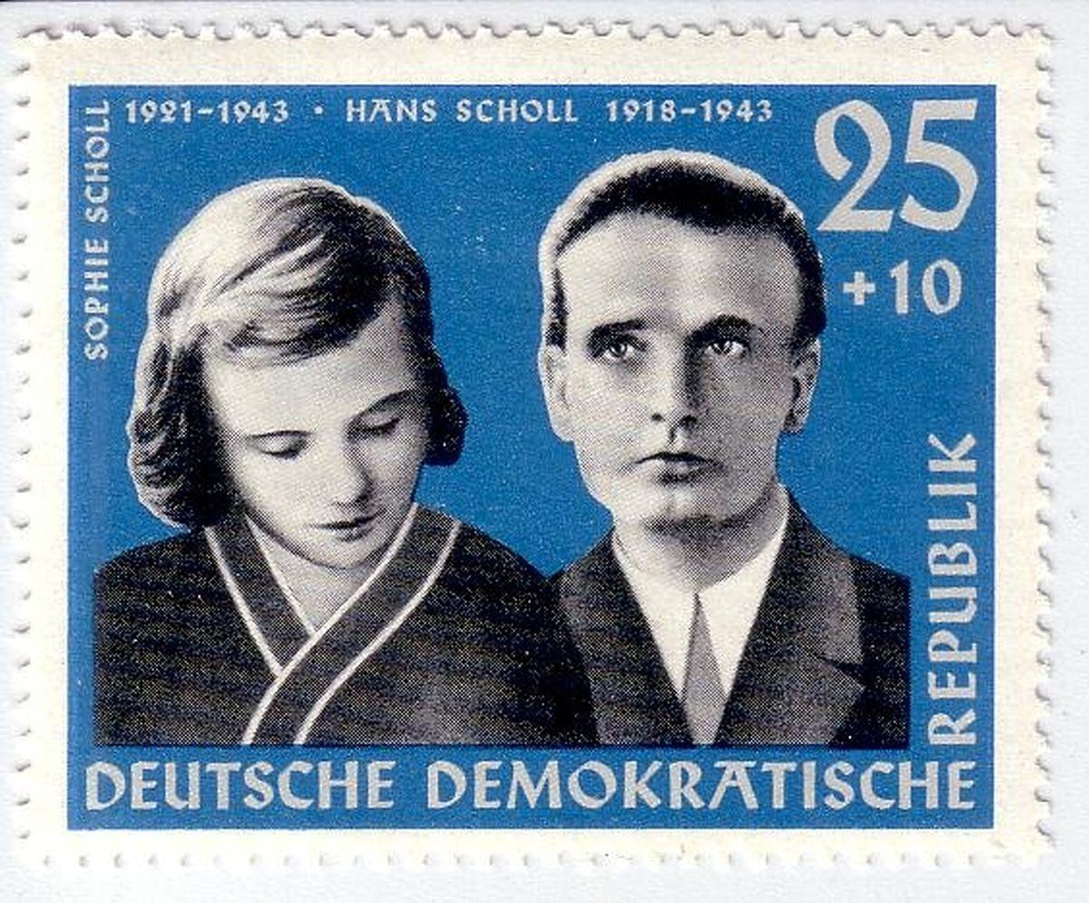 """Gednekkultur """"Ost"""": Auch in der DDR fanden sich die Geschwister Scholl auf einem Postwertzeichen wieder."""
