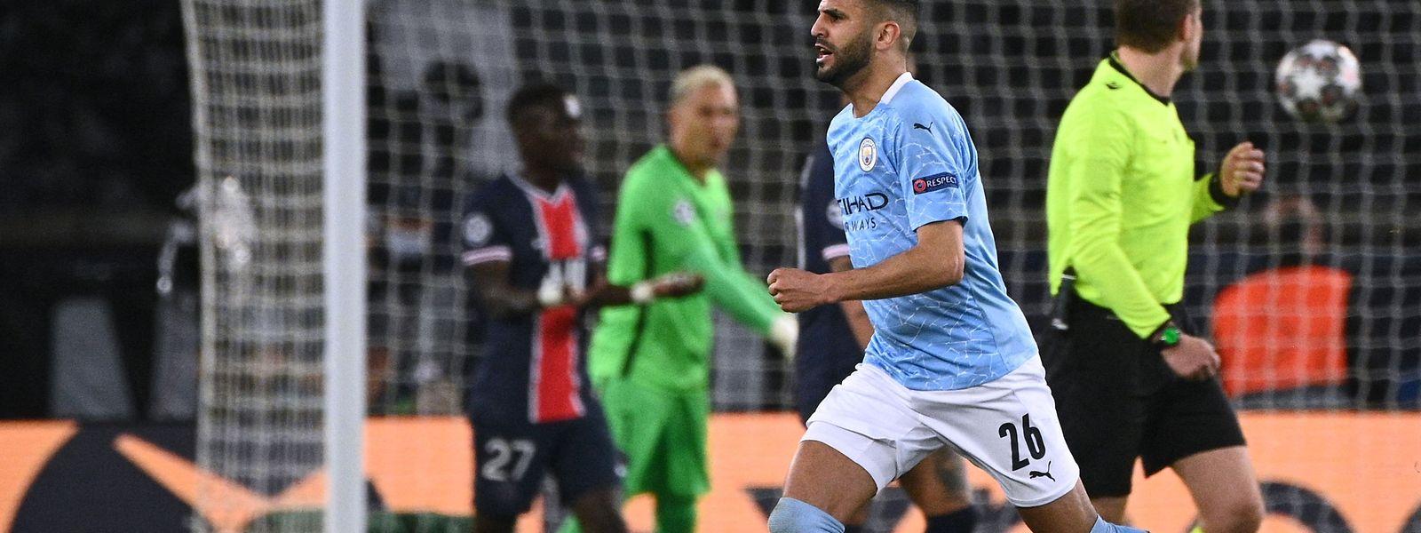 Riyad Mahrez erzielt den Siegtreffer für Manchester City.