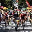 Netherlands' Dylan Groenewegen (C) celebrates as he crosses the finish line ahead of Germany's Andre Greipel (Rear C-R) and Colombia's Fernando Gaviria (R) to win the eighth stage of the 105th edition of the Tour de France cycling race between Dreux and Amiens, northern France, on July 14, 2018. / AFP PHOTO / Philippe LOPEZ