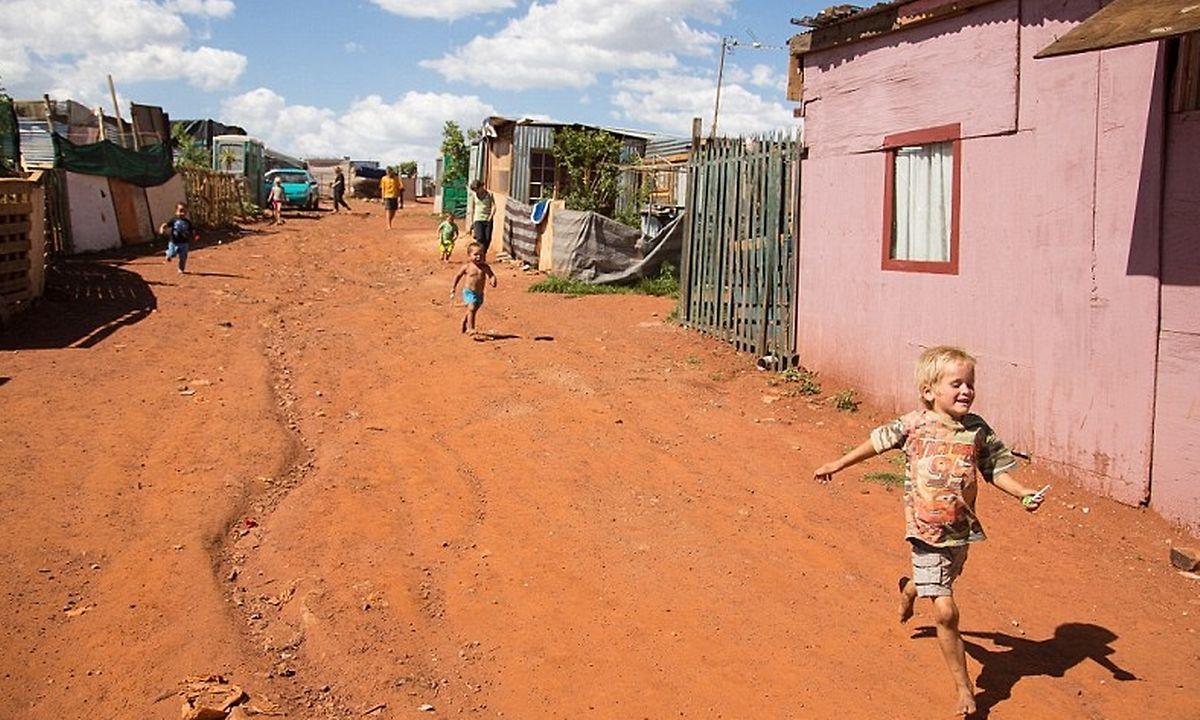 """Die meisten Bilder auf Google stammen aus einer Reportage der britischen Daily Mail über die """"white squatter camps""""."""