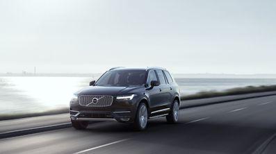 Lange schon angekündigt, jetzt enthüllt: Volvo zeigt vor der Messepremiere auf dem Pariser Autosalon schon einmal, wie der neue XC90 aussieht.