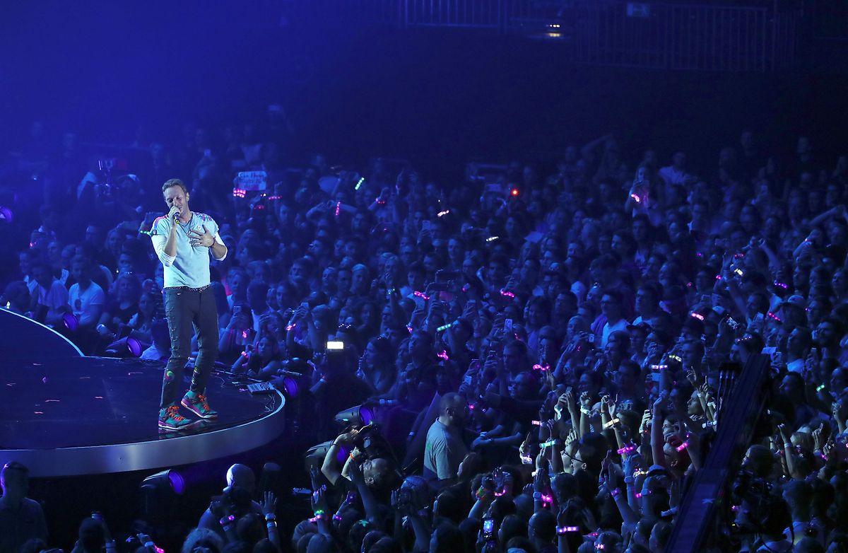 Coldplay a décidé de ne donner pour l'instant que deux concerts, rediffusés gratuitement sur Youtube