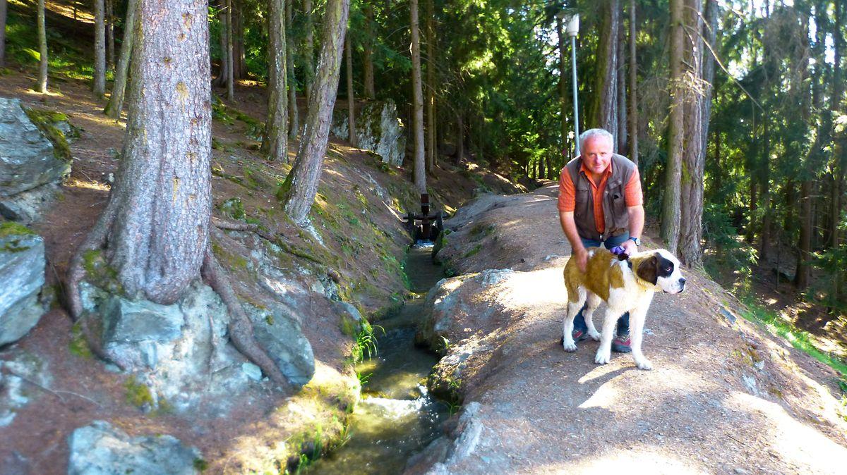 Wanderführer Jean-Noël Glassey mit Hund Renzi.