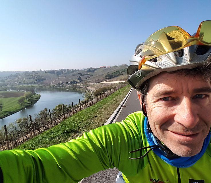 Mike McQuaide ist Englischlehrer und hat sich eine ganz besondere Radtour einfallen lassen, um seine Passion mit anderen zu teilen.