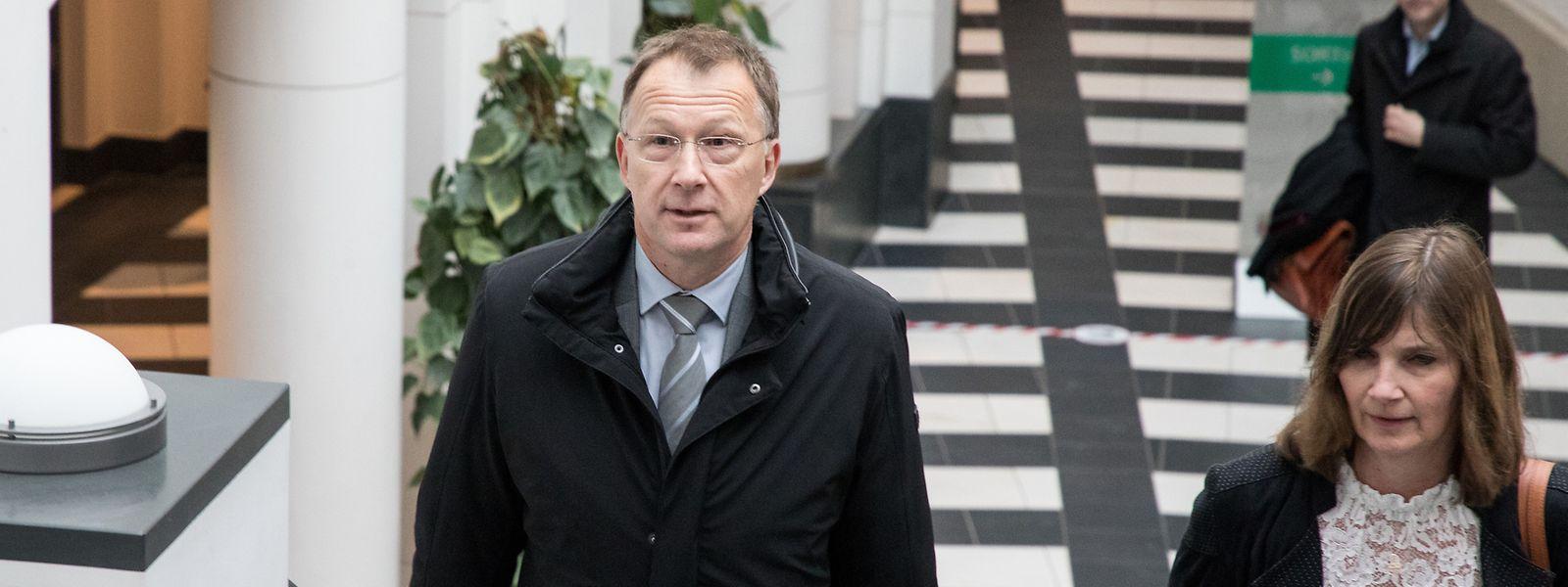 Der ehemalige Chef des Geheimdienstes, Marco Mille, ist einer der drei Angeklagten, die sich im SREL-Prozess verantworten müssen.