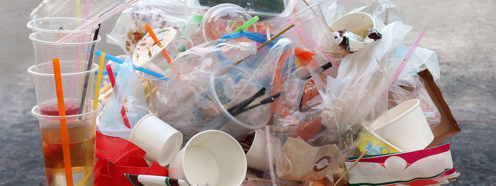 Zwar bleibt die Gesamtabfallmenge in Luxemburg trotz Bevölkerungswachstums seit Jahren konstant, doch nimmt der Anteil an Plastikverpackungen im Hausmüll deutlich zu. Sie machen ganze 43,7 Prozent des Gesamtvolumens aus.