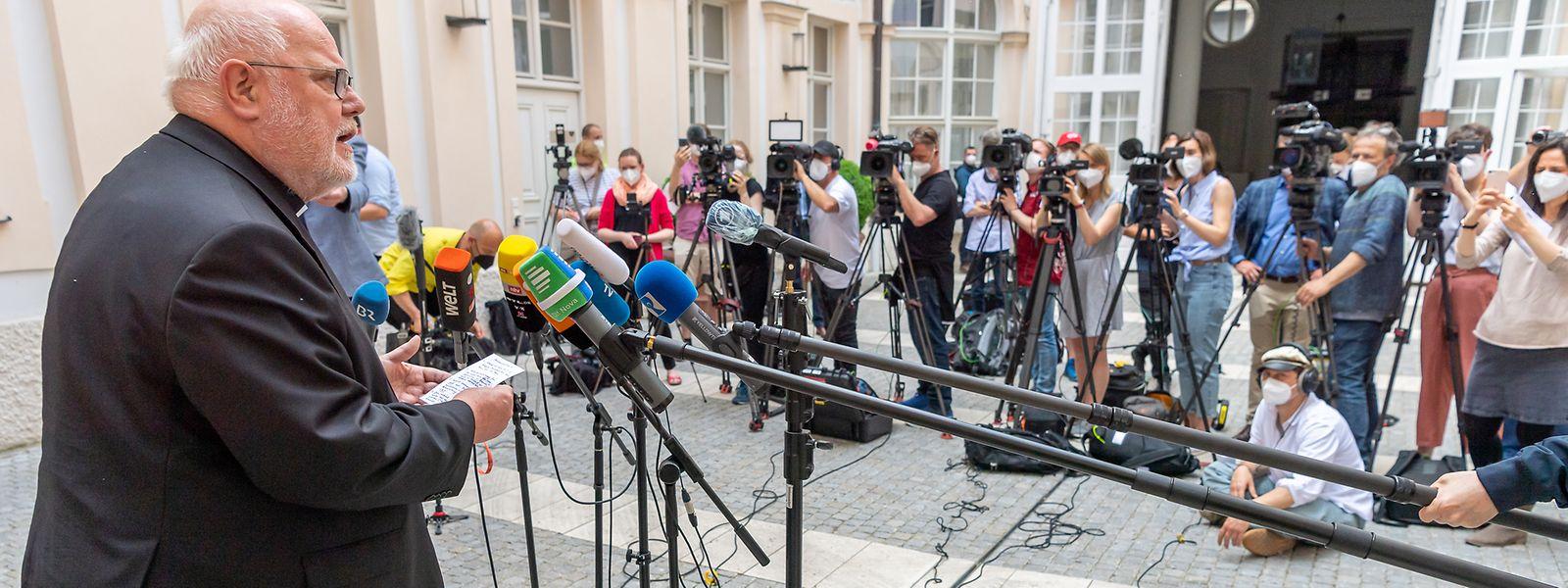 Kardinal Reinhard Marx, Erzbischof von München und Freising, begründete am Freitag (4.Juni) im Innenhof seiner Residenz seine Entscheidung, dem Papst seinen Rücktritt anzubieten.