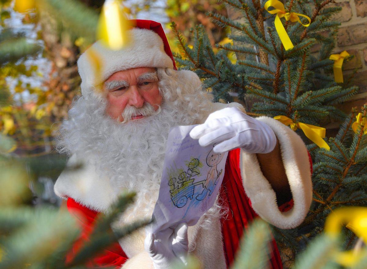 In den USA kümmert sich Santa Claus um die Bescherung der braven Kleinen. In Teilen Europas ist es der Weihnachtsmann, in Russland Väterchen Frost.