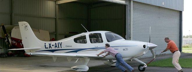 Die Miete für die Hangars, in denen Sportflugzeuge untergebracht sind, sollen angehoben werden.