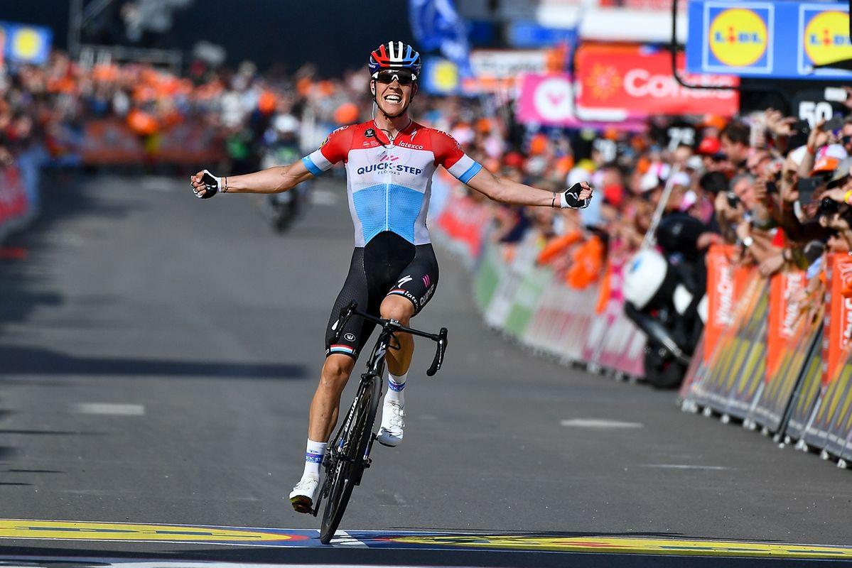 Bob Jungels (Quick-Step) trägt sich neun Jahre nach Andy Schleck in die Siegerliste von Liège-Bastogne-Liège ein.