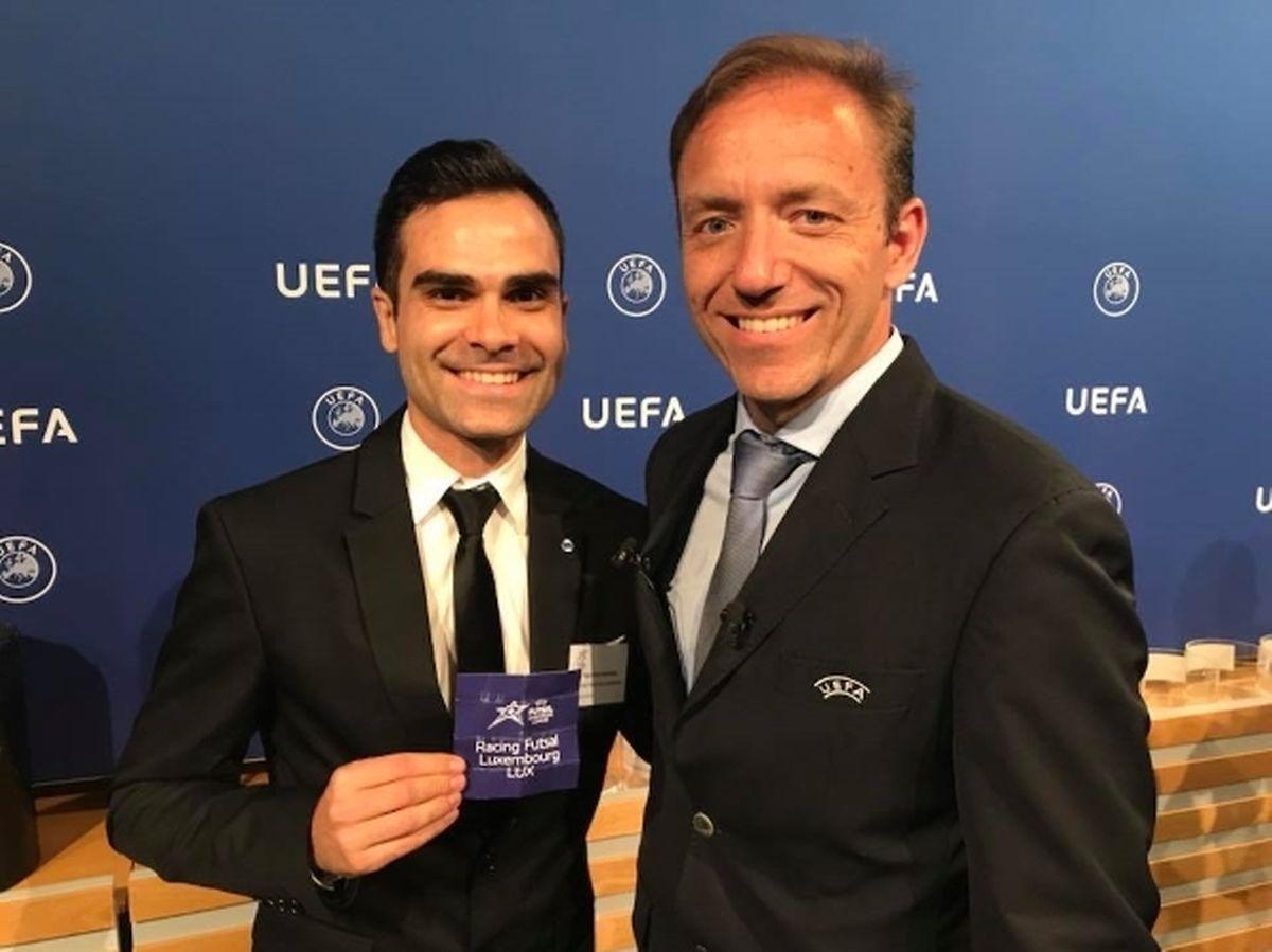 Tiago Fernandes, à esquerda, no sorteio da pré-eliminatória da Liga dos Campeões, nas isntalações da UEFA, na Suíça.