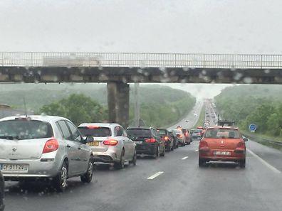 Nach dem Regen kam das Verkehrschaos. Viele haben daraufhin Fahrgemeinschaften organisiert.