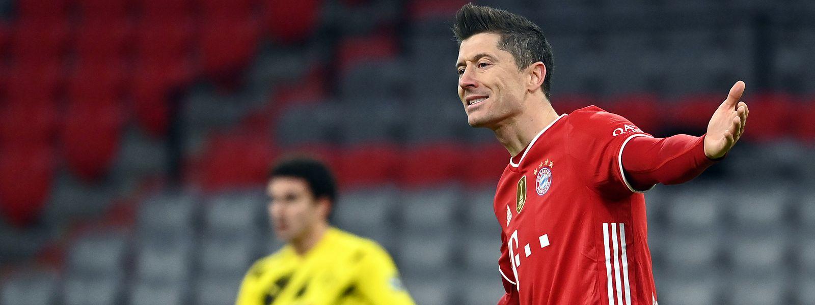 Münchens Stürmer Robert Lewandowski (r.) dreht das Spiel gegen Dortmund fast im Alleingang.