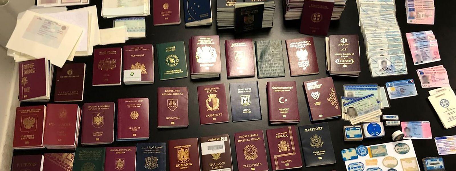 Für fast jeden hatten die Schleuser ein passendes Reisedokument