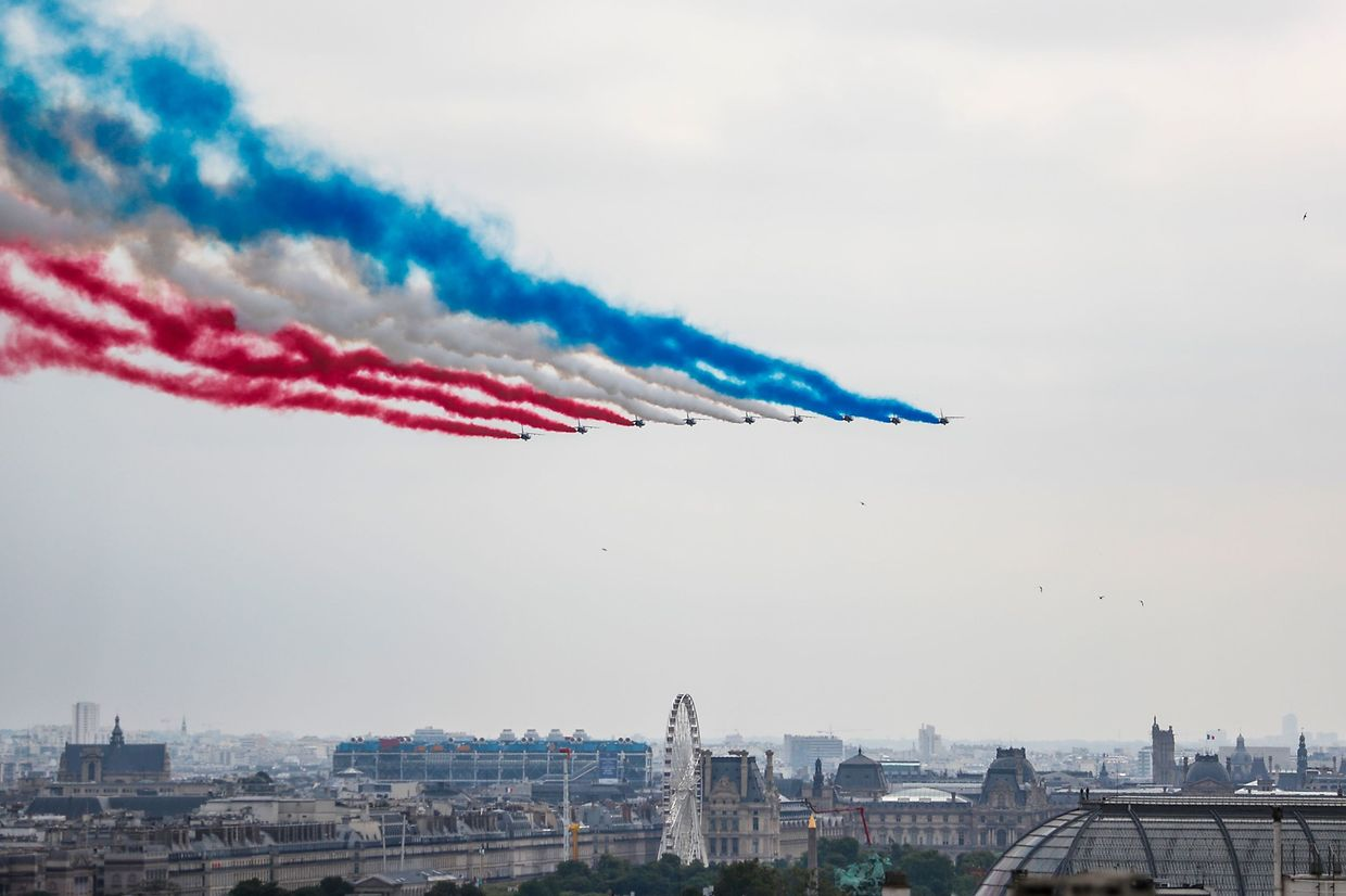 "French elite acrobatic flying team ""Patrouille de France"" (PAF) performs a flying display over Paris during the annual Bastille Day military parade down the Champs-Elysees avenue on July 14, 2019. (Photo by Zakaria ABDELKAFI / AFP)"