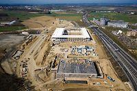 Das neue Fußballstadion in Cloche d'Or nimmt so langsam Form an.
