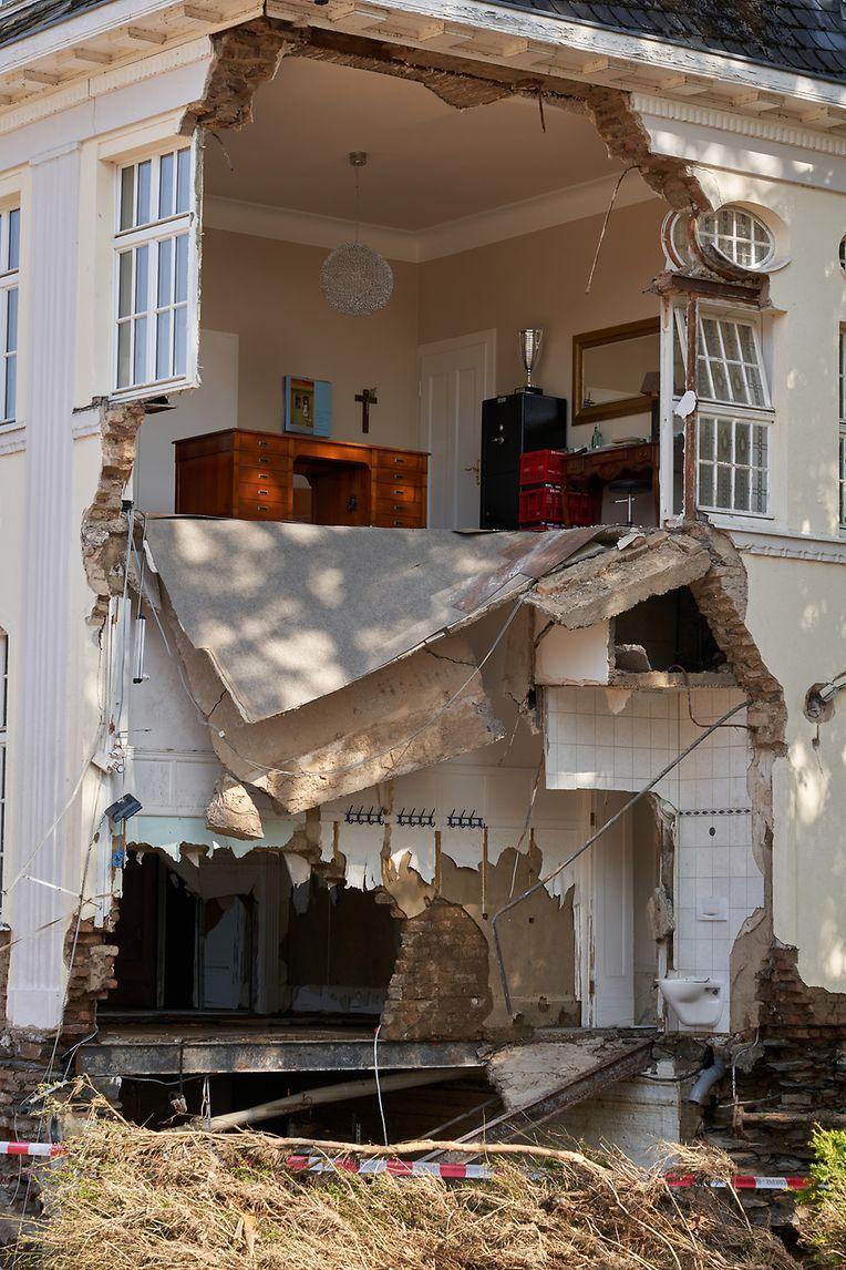 18.07.2021, Rheinland-Pfalz, Bad Neuenahr: Die Fassade eines Bürohauses in Bad Neuenahr wurde von den Wassermassen mitgerissen. Foto: Thomas Frey/dpa +++ dpa-Bildfunk +++
