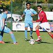 12 Fussball Ehrenpromotion Spielzeit 2015-16 zwischen Sandweiler und Kayl Tetingen am 11.10.2015 Djilali KEHAL (9 U05KT) vor Job DUARTE (20 Sandweiler)